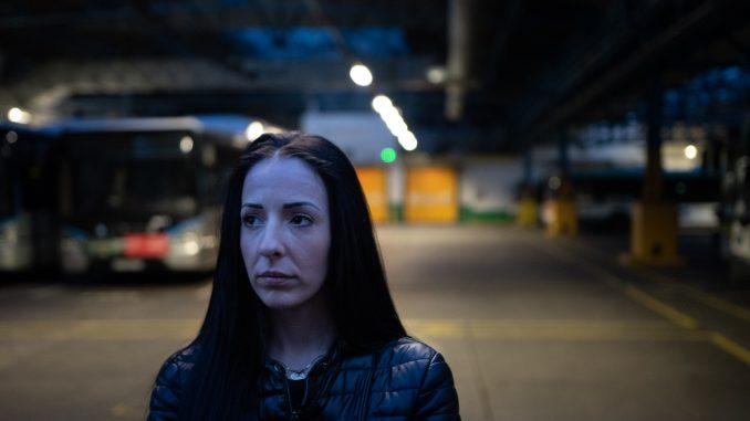 Portrait d'Alexandra, conductrice de bus RATP, primo-gréviste. © Paul Lemaire