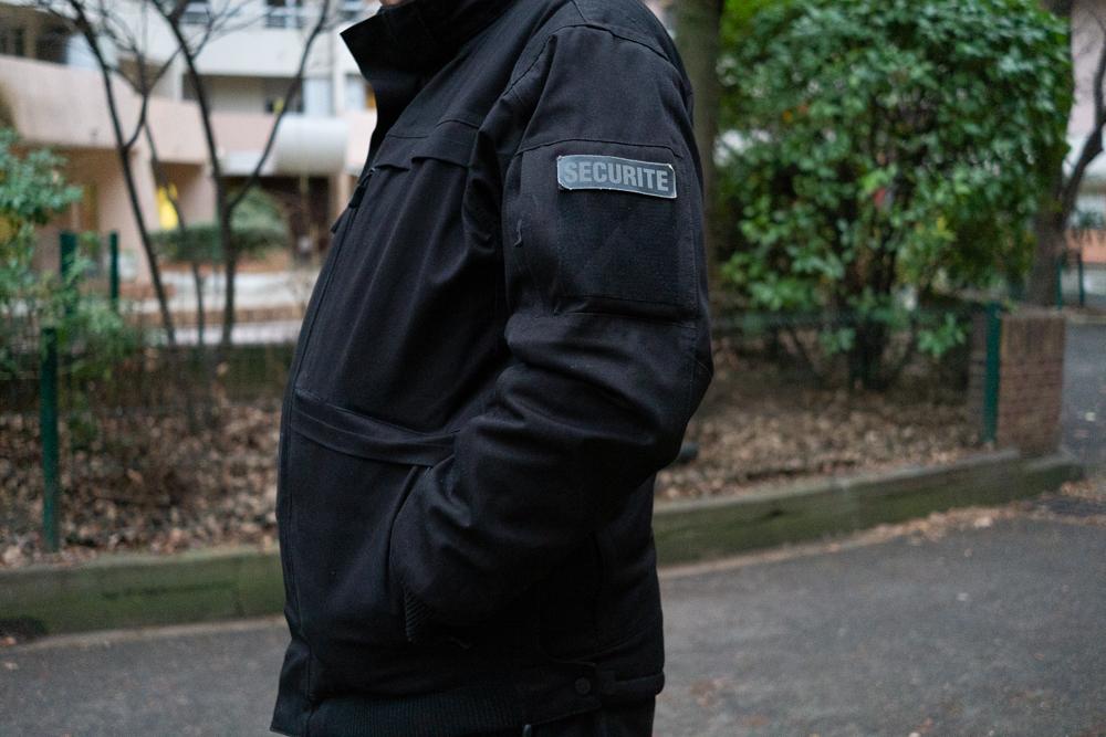 Agent de sécurité faisant sa ronde dans la résidence Les Eiders
